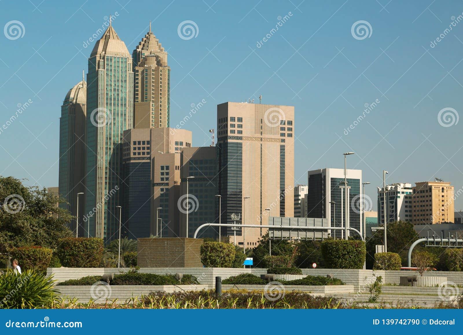 Gebouwen op Corniche-weg in Abu Dhabi, Verenigde Arabische Emiraten