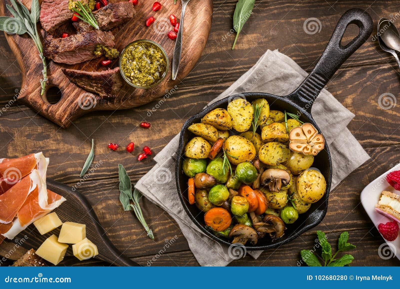 Gebraden aardappels met groenten