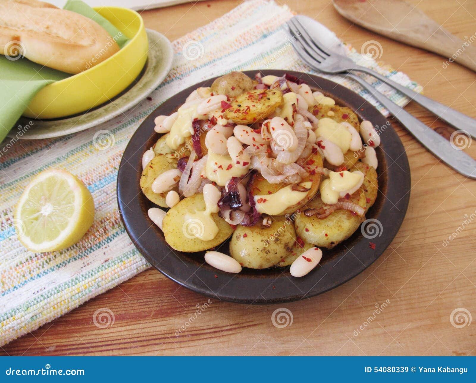 Gebraden aardappels met witte bonen