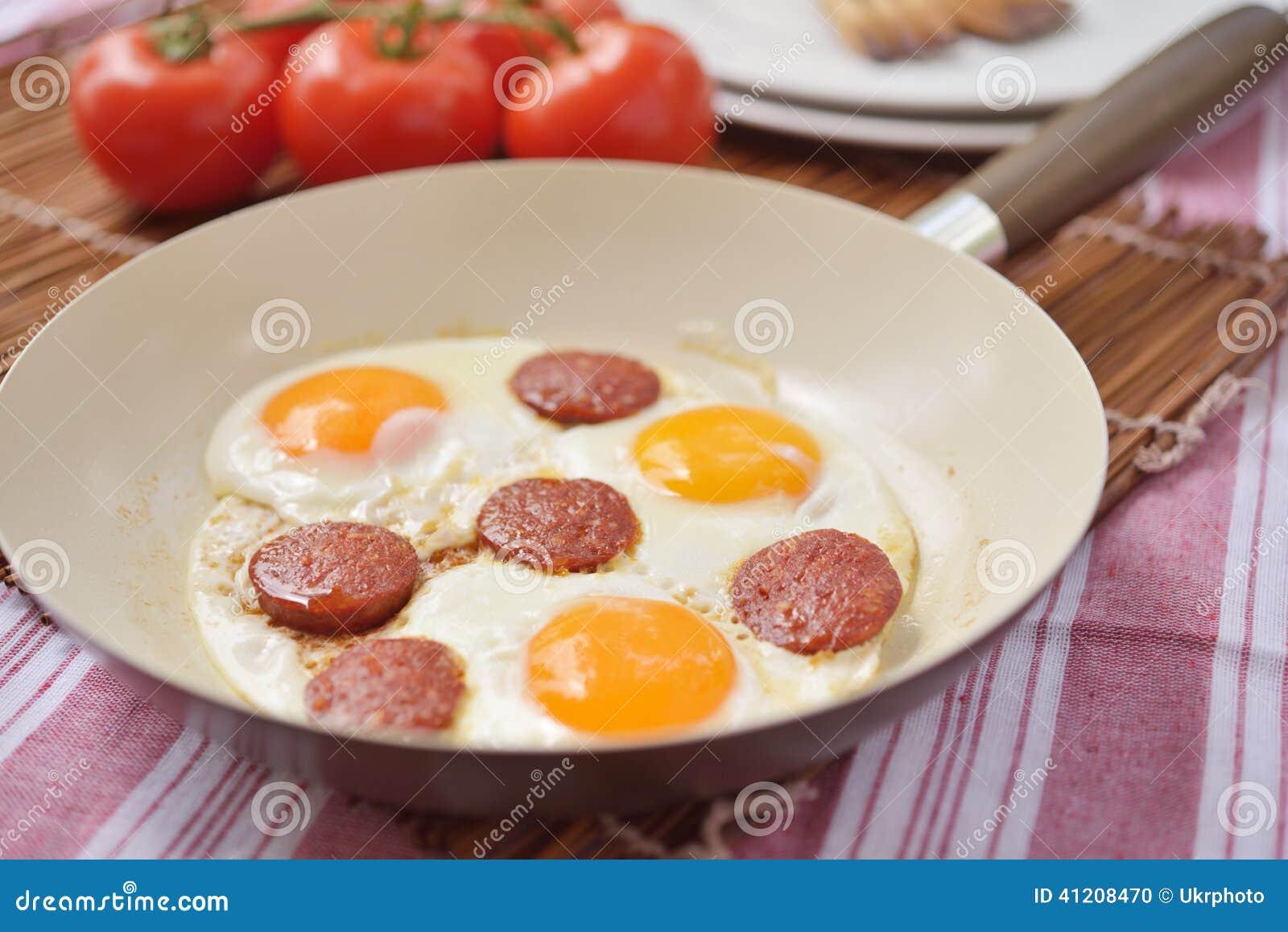Gebraden eieren met sucuk