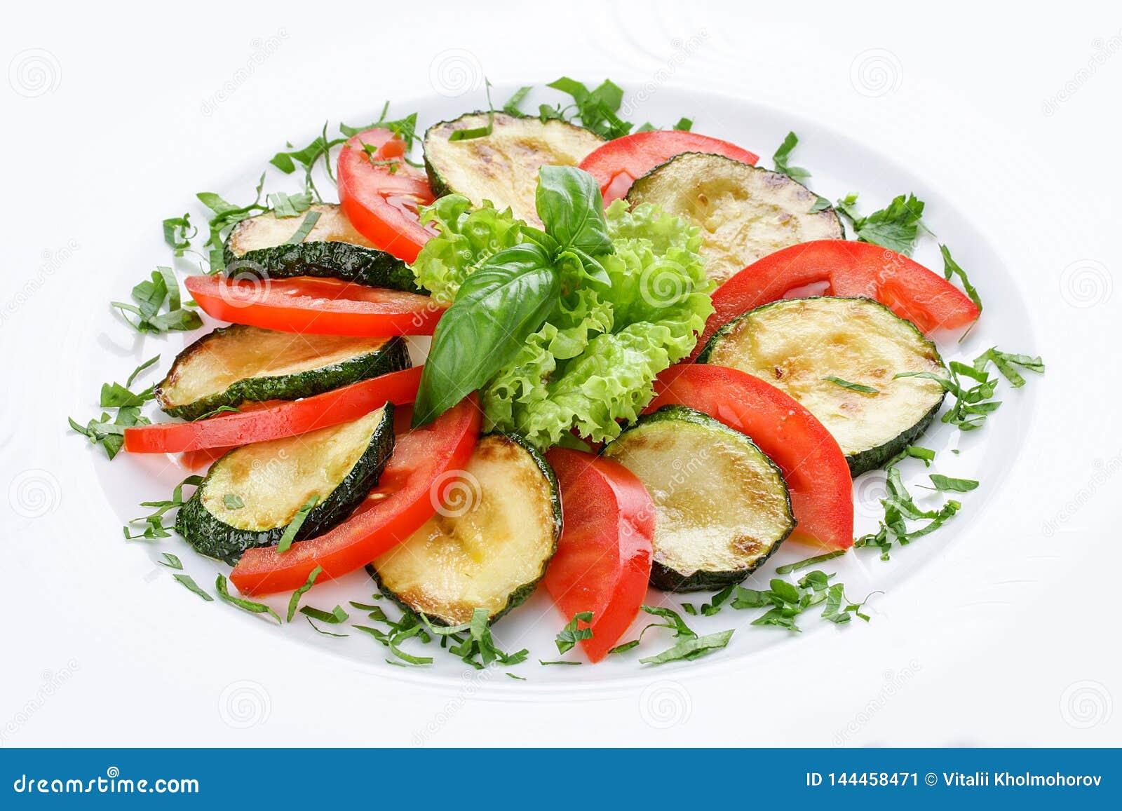 Gebraden pompoenen met groen en tomaten