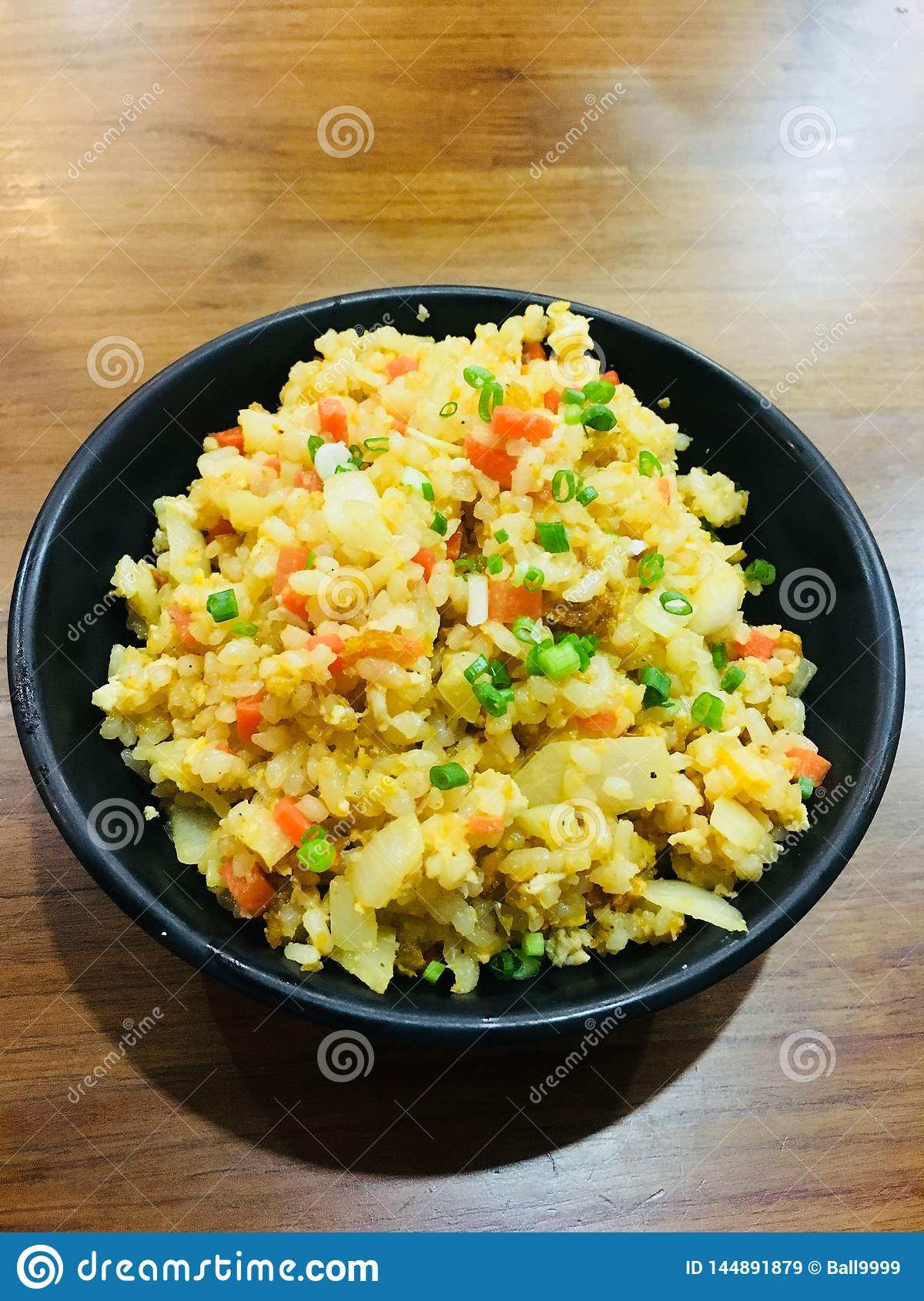 Gebraden rijst met knoflook in Japanse stijl