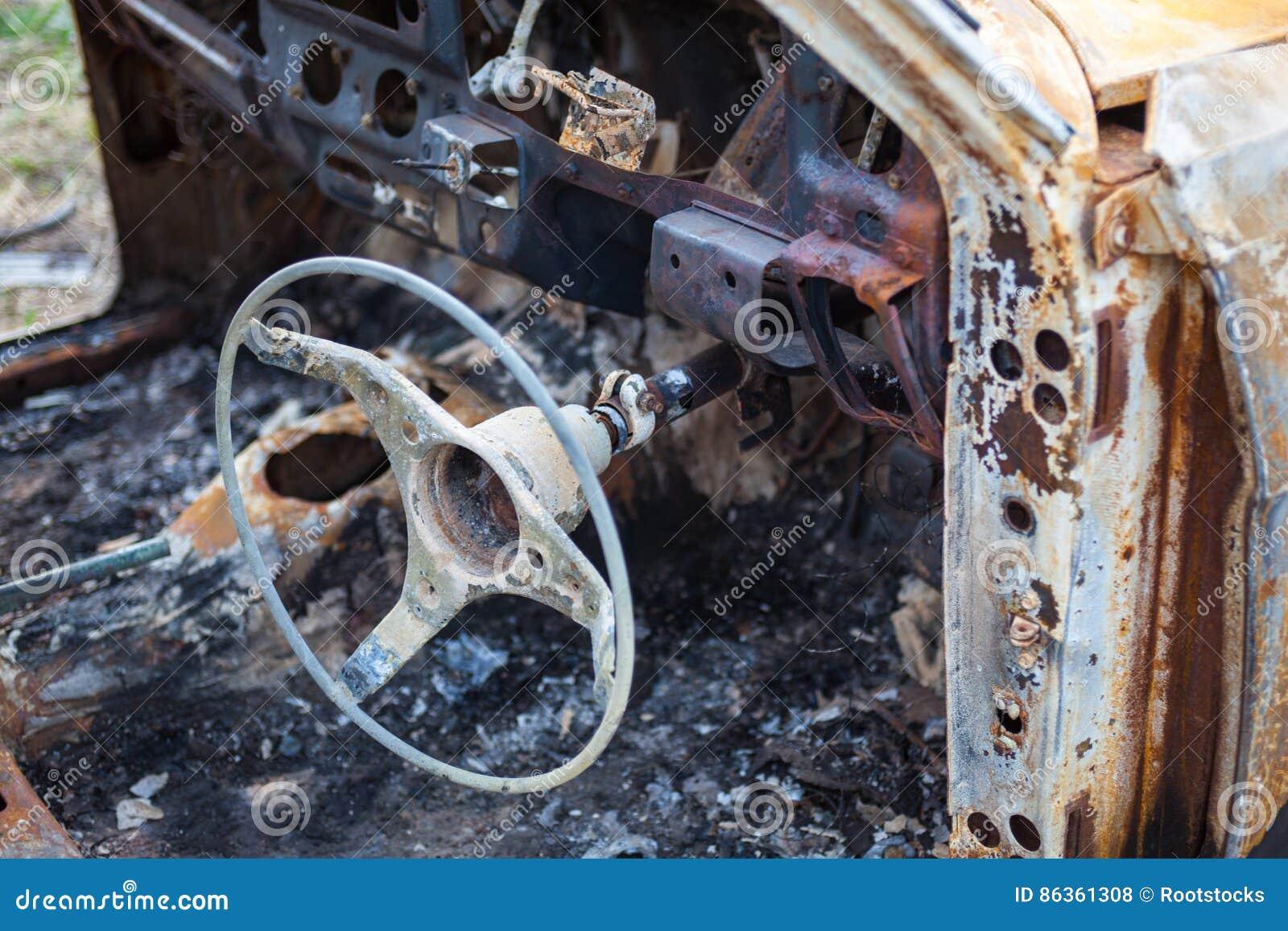 Gebranntes Auto Innen Mit Lenkrad Nach Dem Unfall Stockfoto - Bild ...
