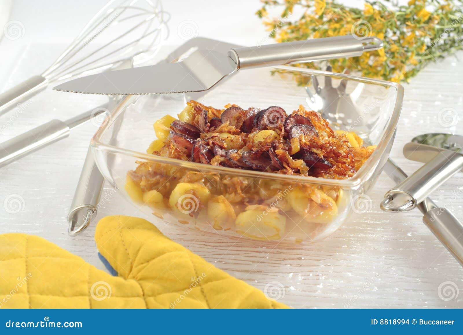 Gebratene Kartoffeln Mit Zwiebel Und Wurst Stockfoto Bild Von