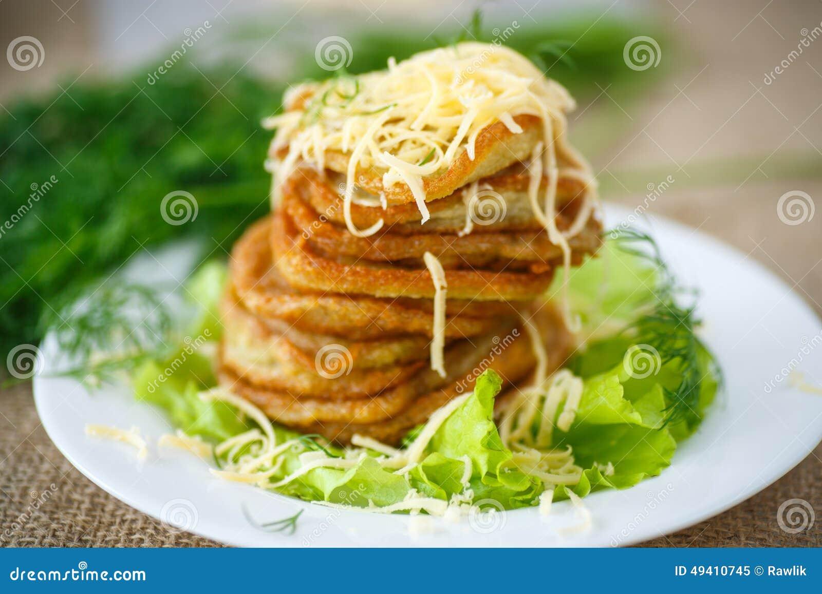 Download Gebratene Kartoffelpfannkuchen Mit Käse Stockbild - Bild von feinschmecker, nahaufnahme: 49410745