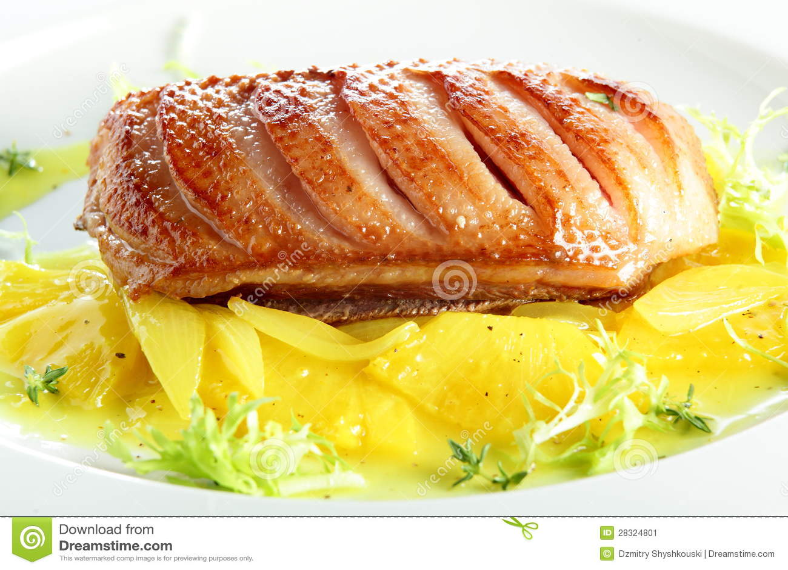 gebratenes fleisch mit ananas stockbild bild 28324801. Black Bedroom Furniture Sets. Home Design Ideas