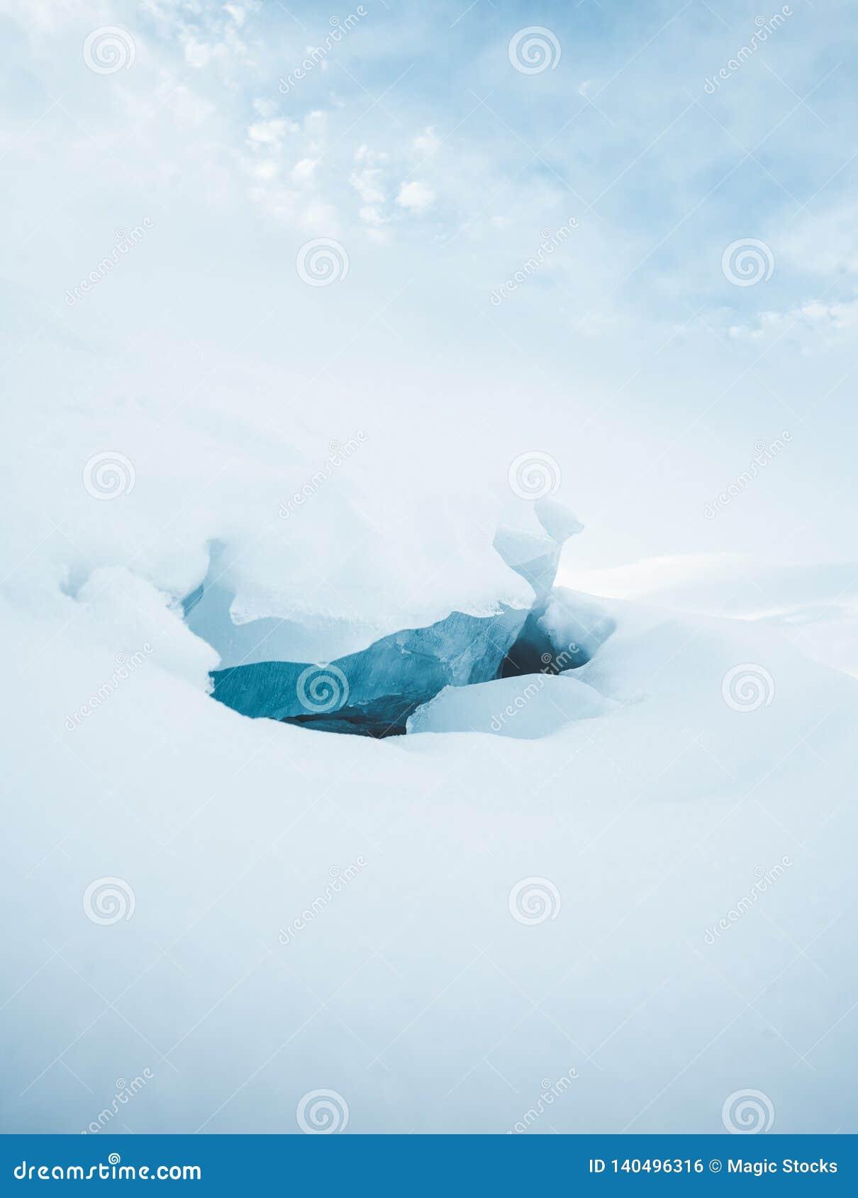 Gebroken ijs op een meer