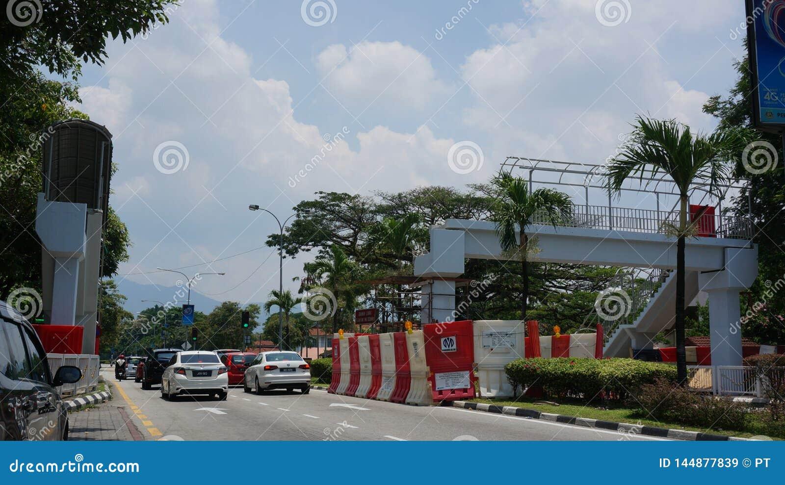 Gebroken lucht voetbrug bij van akajalan van Jalan Raja Ashman Shah het Ziekenhuis Ipoh