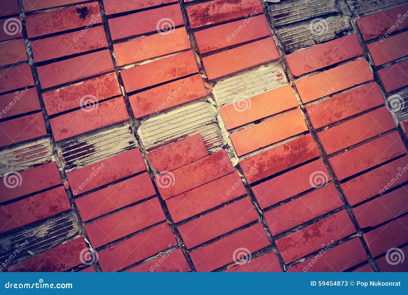 Gebakken tegels best achtertuin aanleggen met natuursteen en