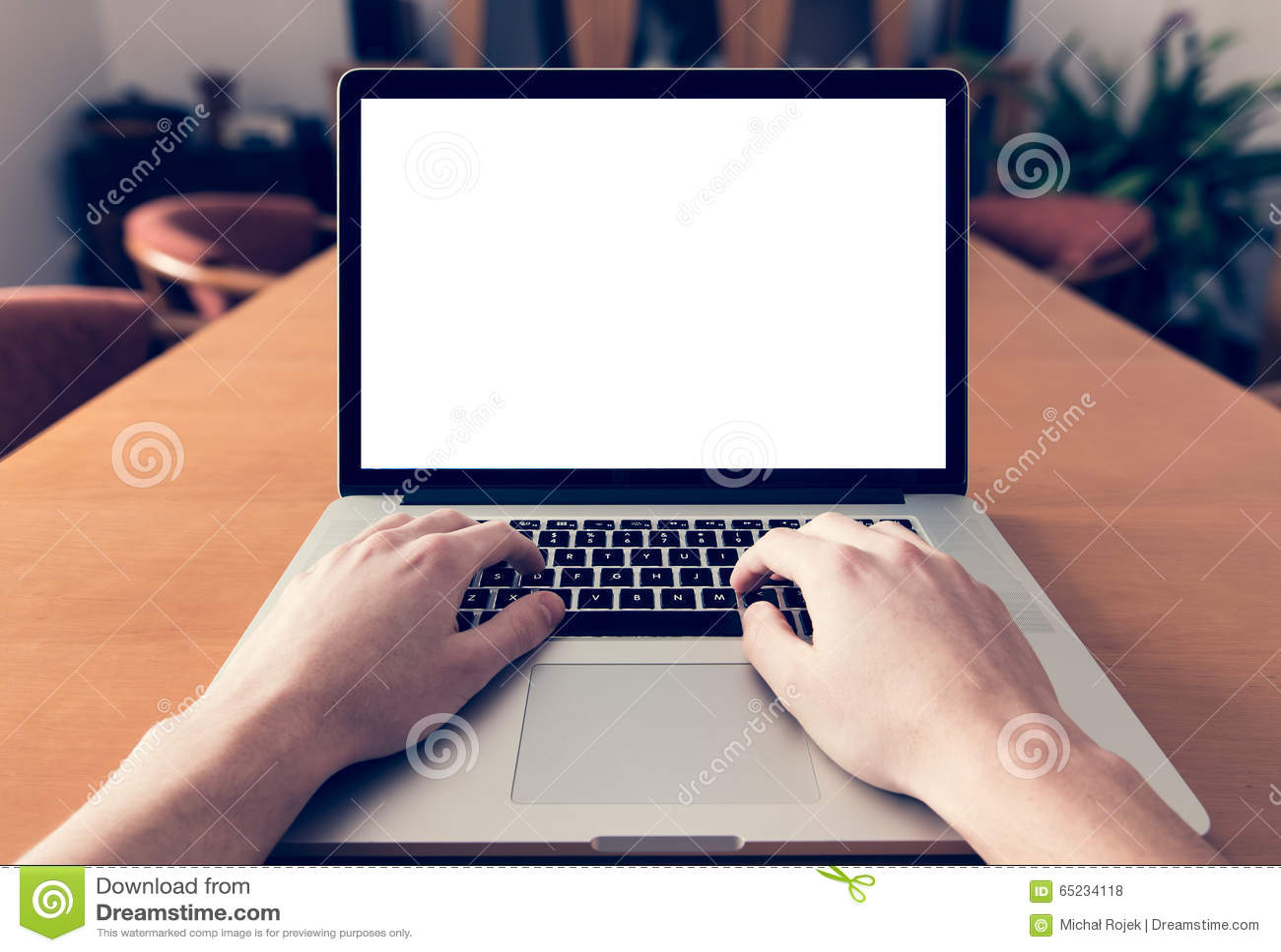 Gebruikend laptop met het lege scherm - POV