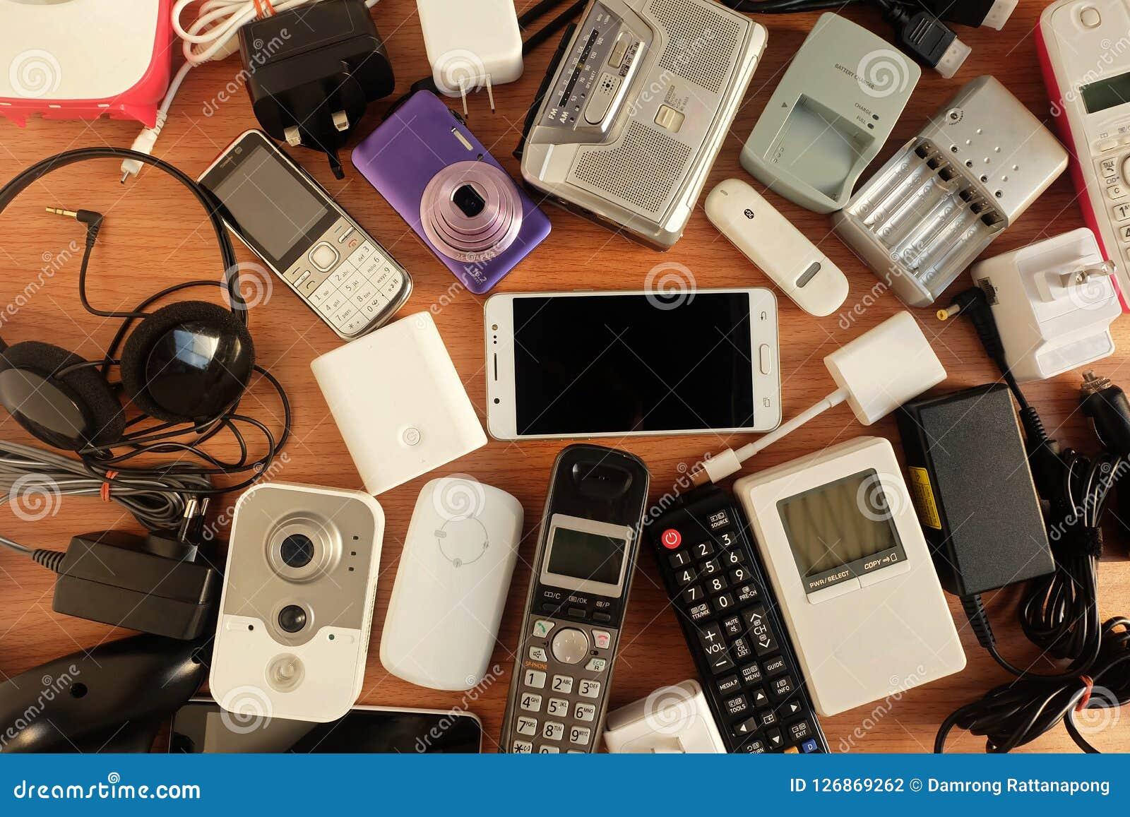 Gebruikte Houten Vloer : Gebruikte moderne elektronische gadgets voor dagelijks gebruik op