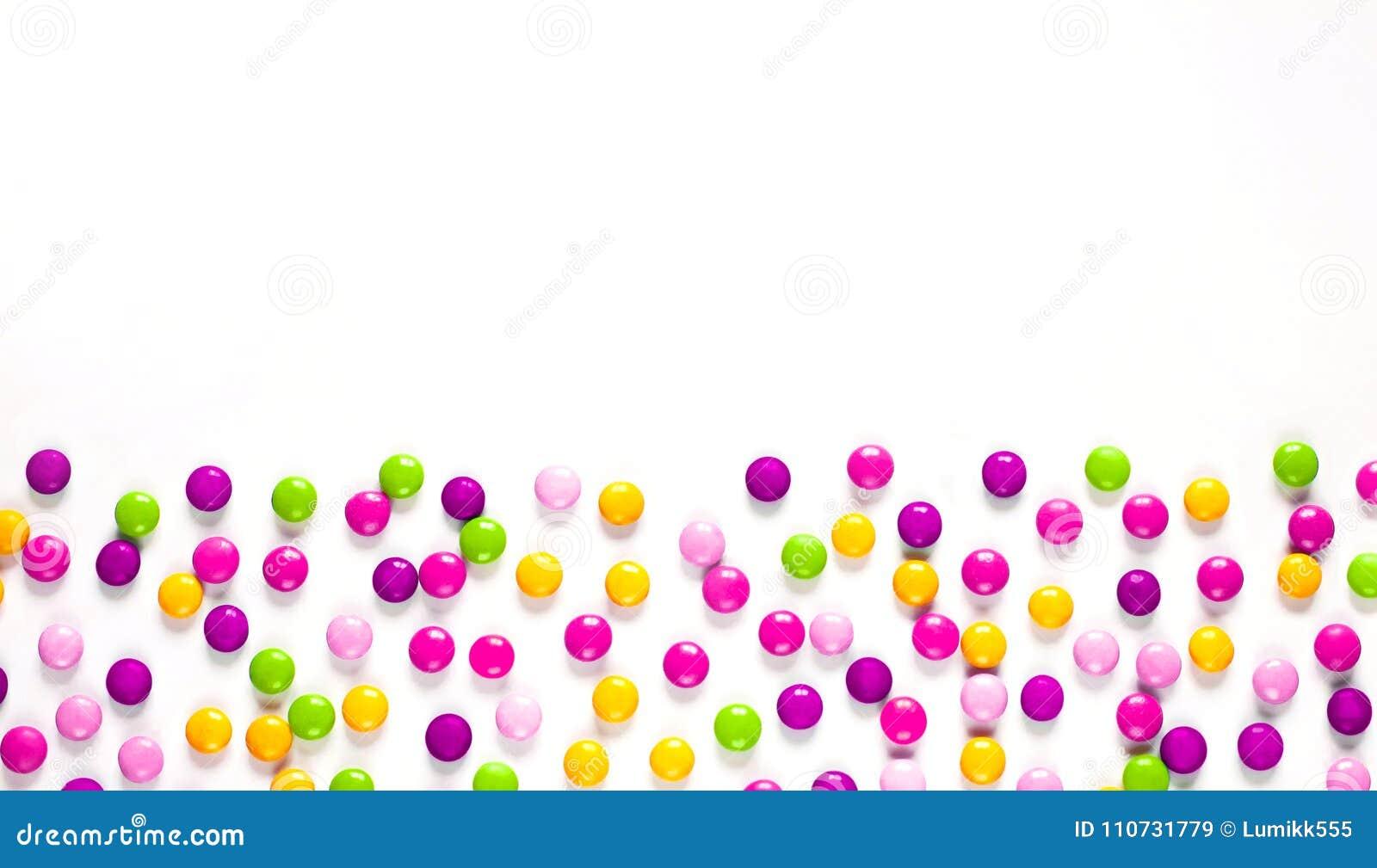 Geburtstagsfeierhintergrund mit mehrfarbiger Süßigkeit