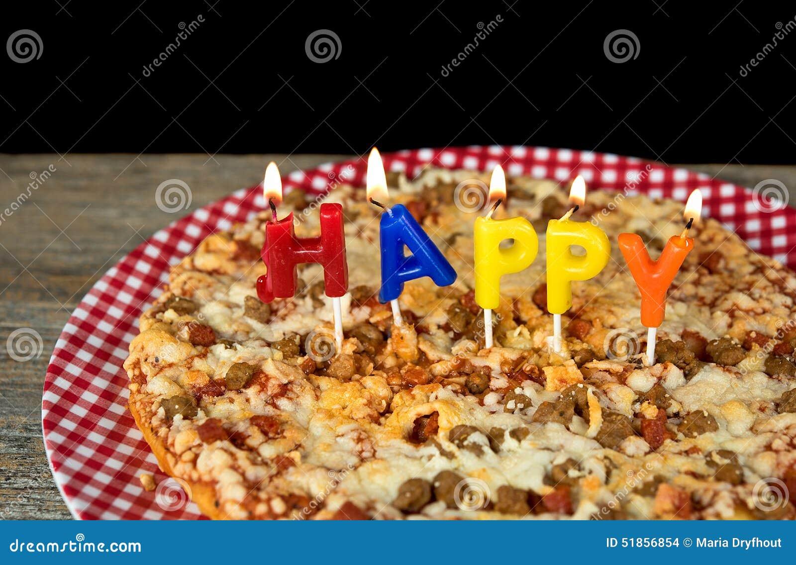 Geburtstagskerzen Auf Pizza Stockfoto - Bild von rund, hell: 51856854