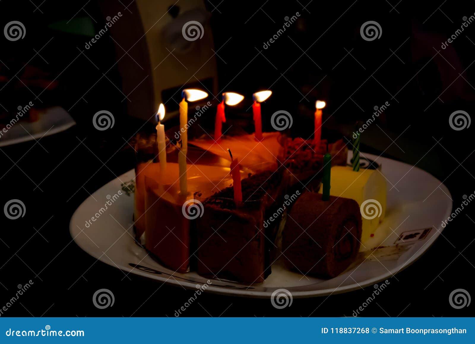 Geburtstagskuchen, Schnitt in die Dreiecke geschmackvoll