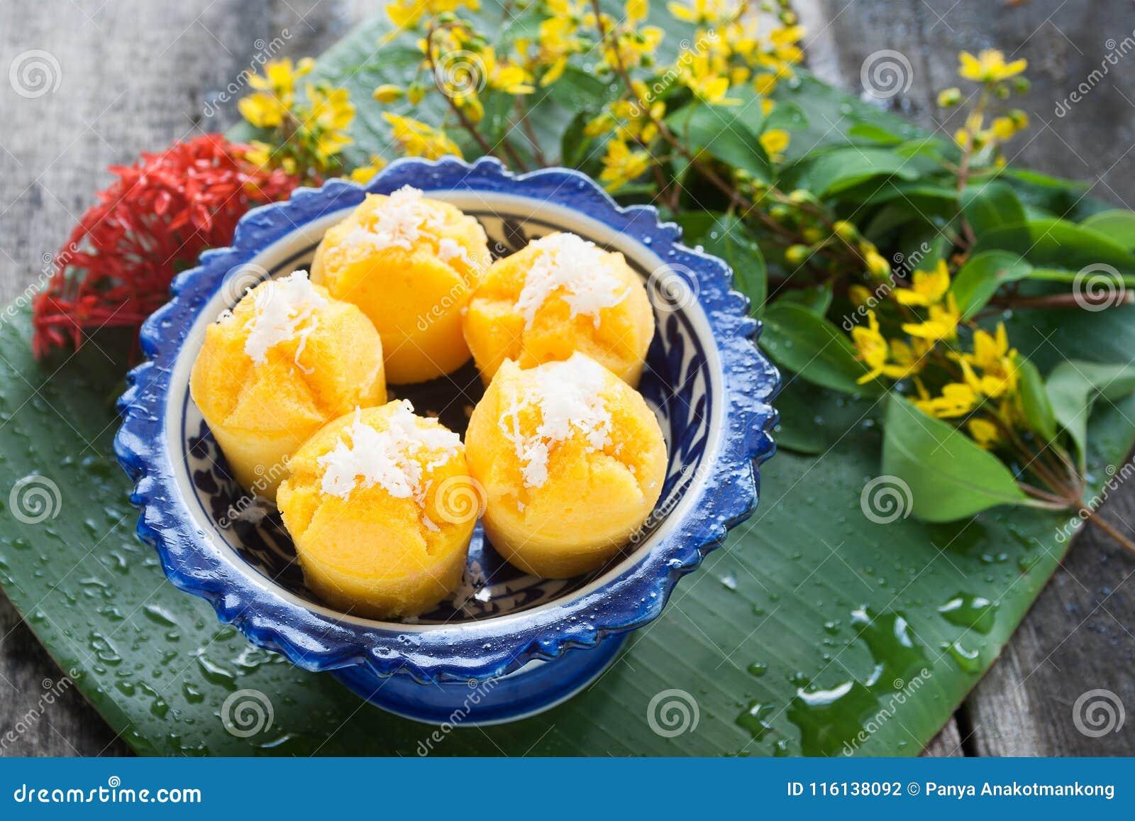 Gedämpfter Kürbis-Kuchen-thailändischer Nachtisch - Zapfen Kanom Fak