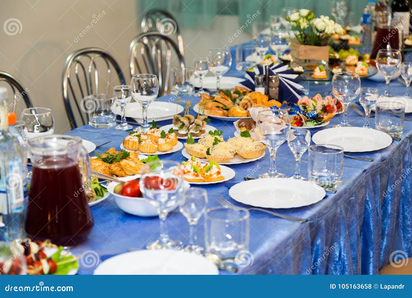 Gediende lijsten bij het Banket Drank, alcohol, delicatessen en snacks catering Een ontvangstgebeurtenis
