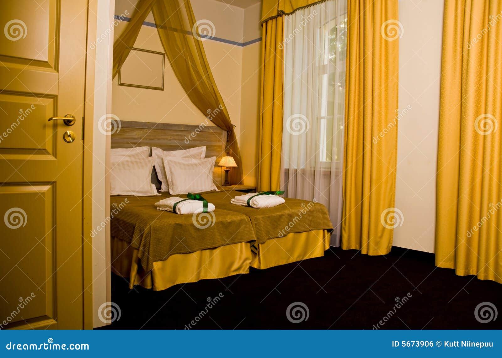 geel gordijn