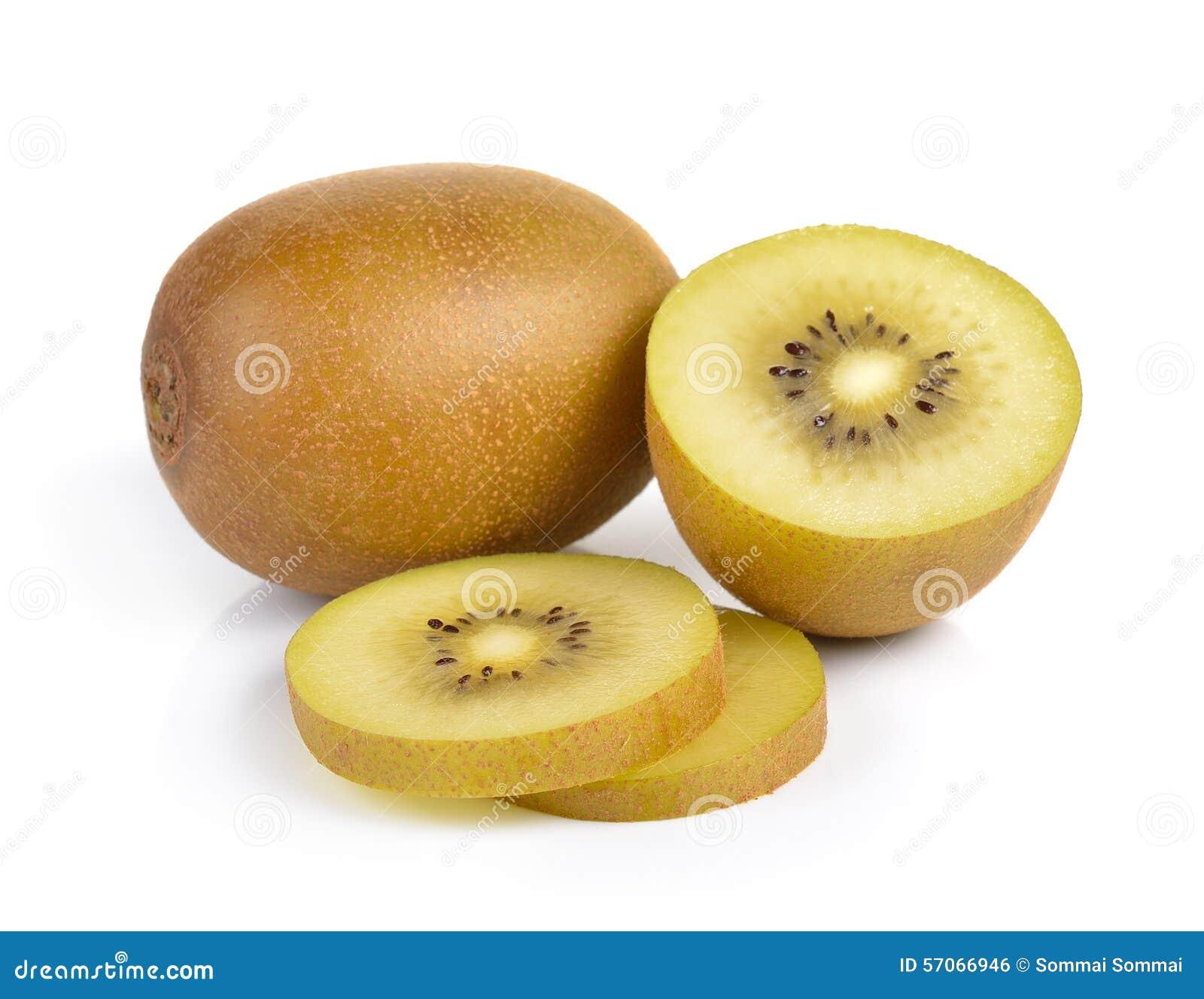 Geel gouden kiwifruit op witte achtergrond