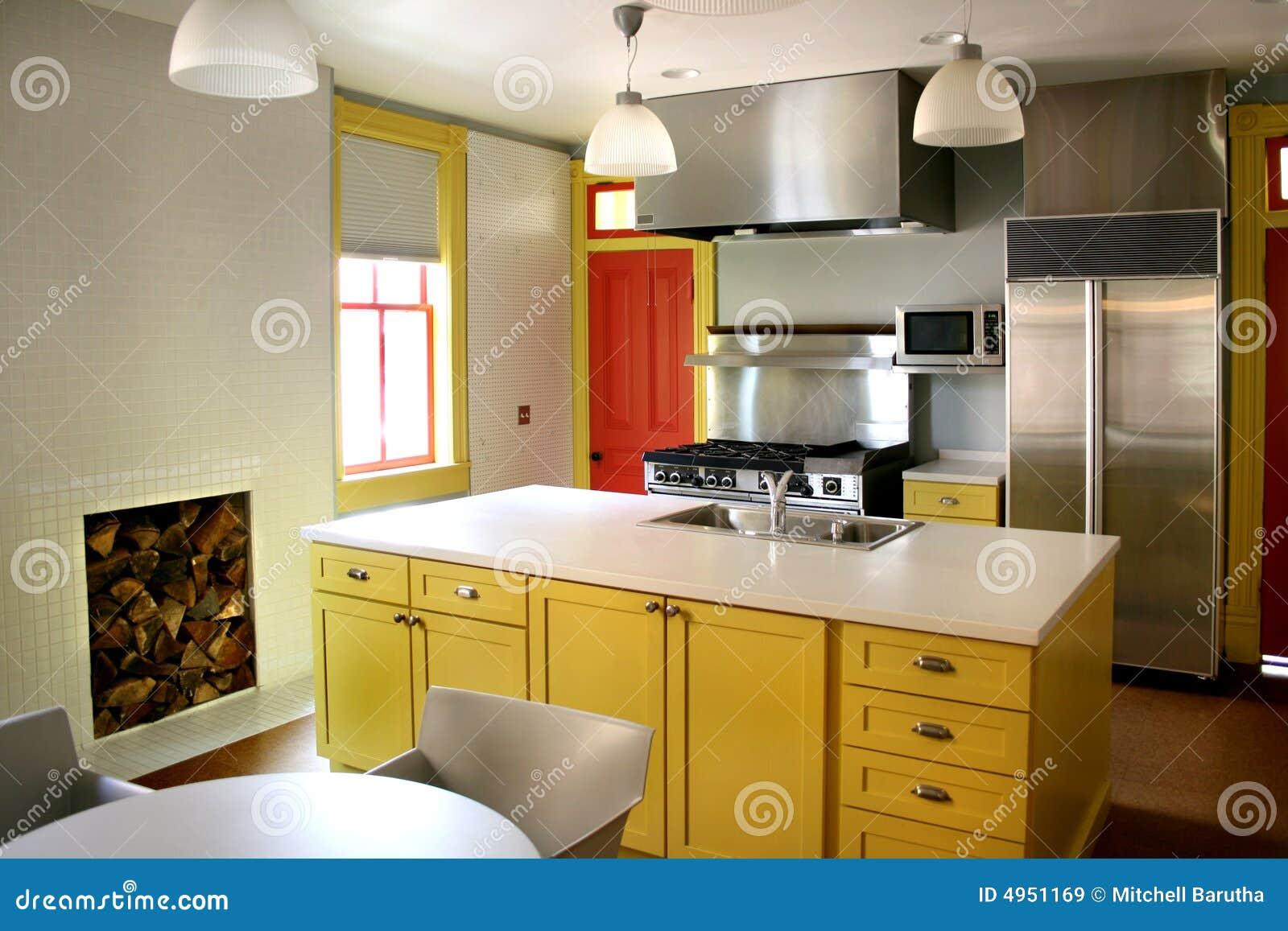 Geel houten de kabinetten roestvrij fornuis van de keuken stock afbeelding afbeelding 4951169 - Keuken met teller ...