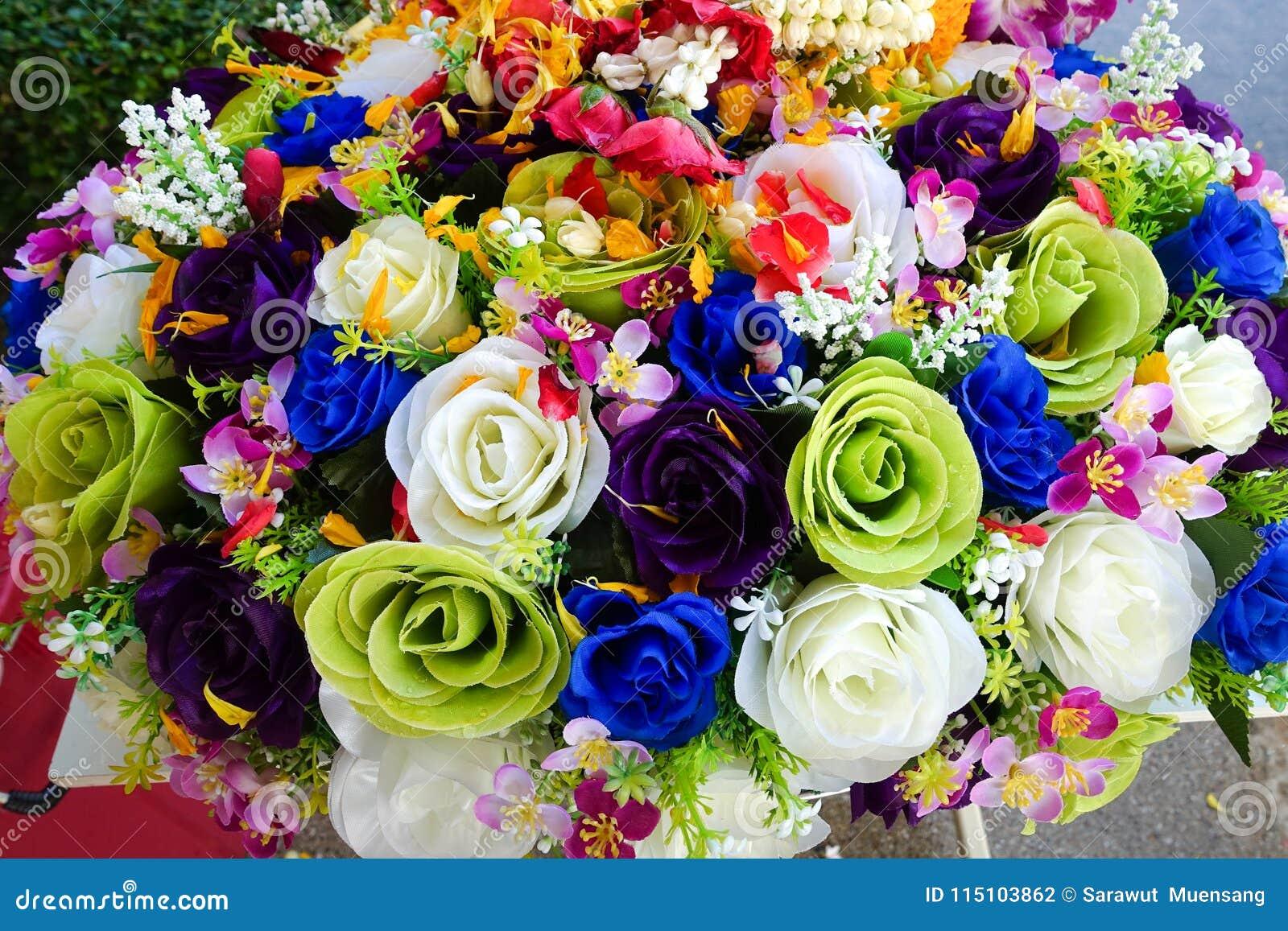 Gefälschte Blume und Blumenhintergrund