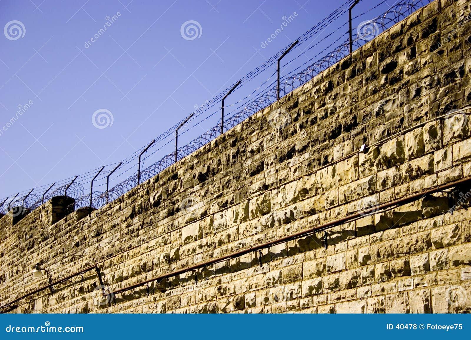 Gefängnis-Wand