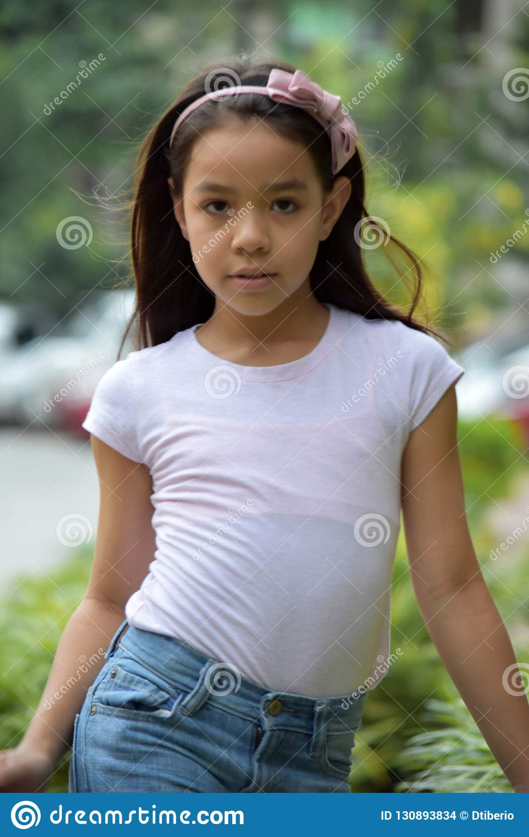 Gefühlloses jugendliches Minderheits-Kind