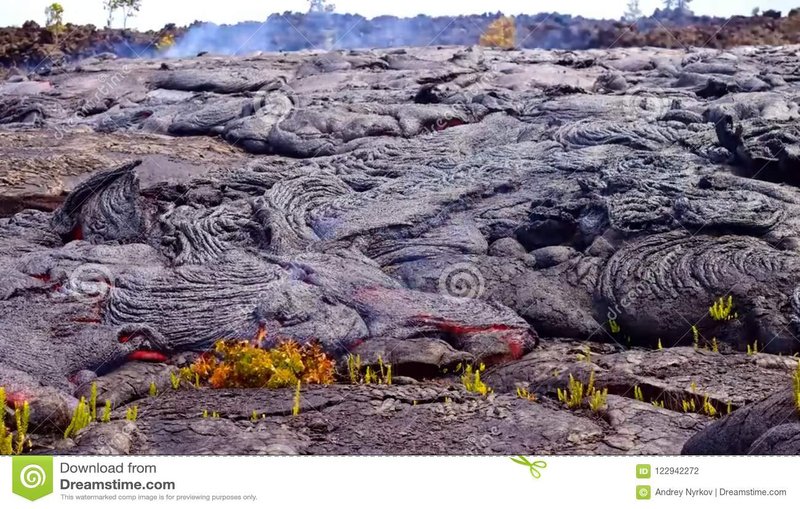 Gegenwärtige Lava auf der Erdoberfläche Flüssige Lava