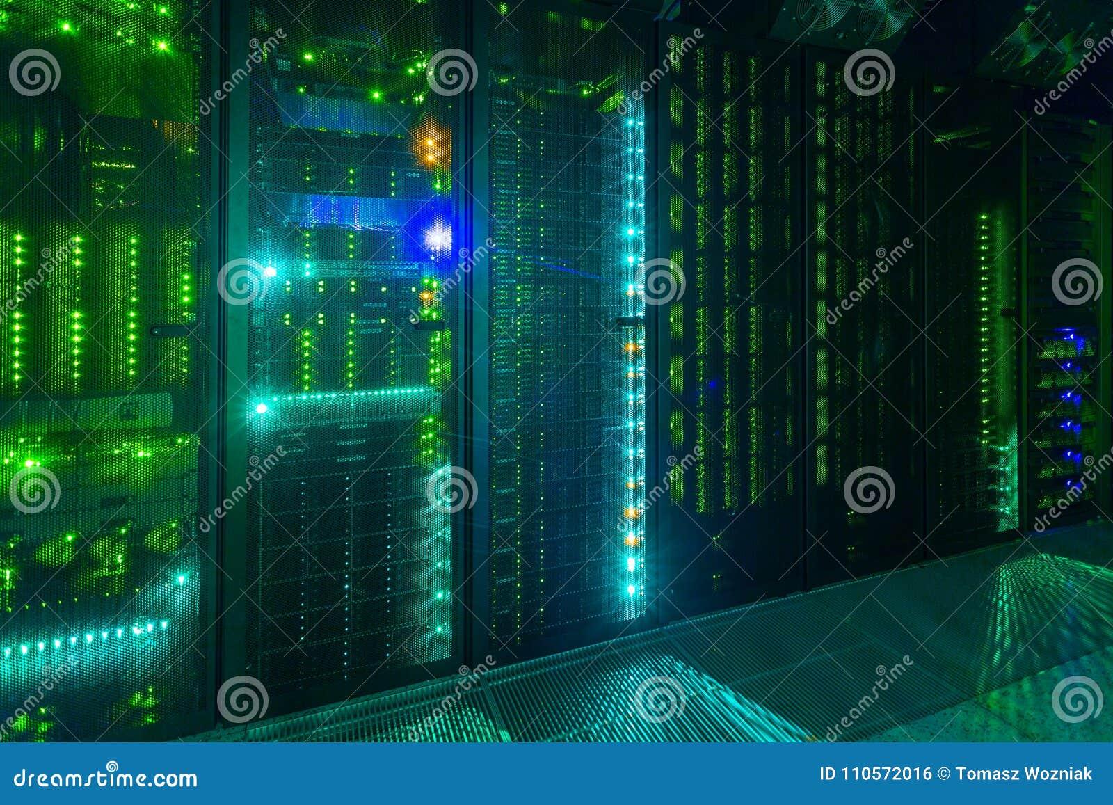 Gegevenscentrum, Serverruimte de telecommunicatietechnologie van Internet en van het netwerk
