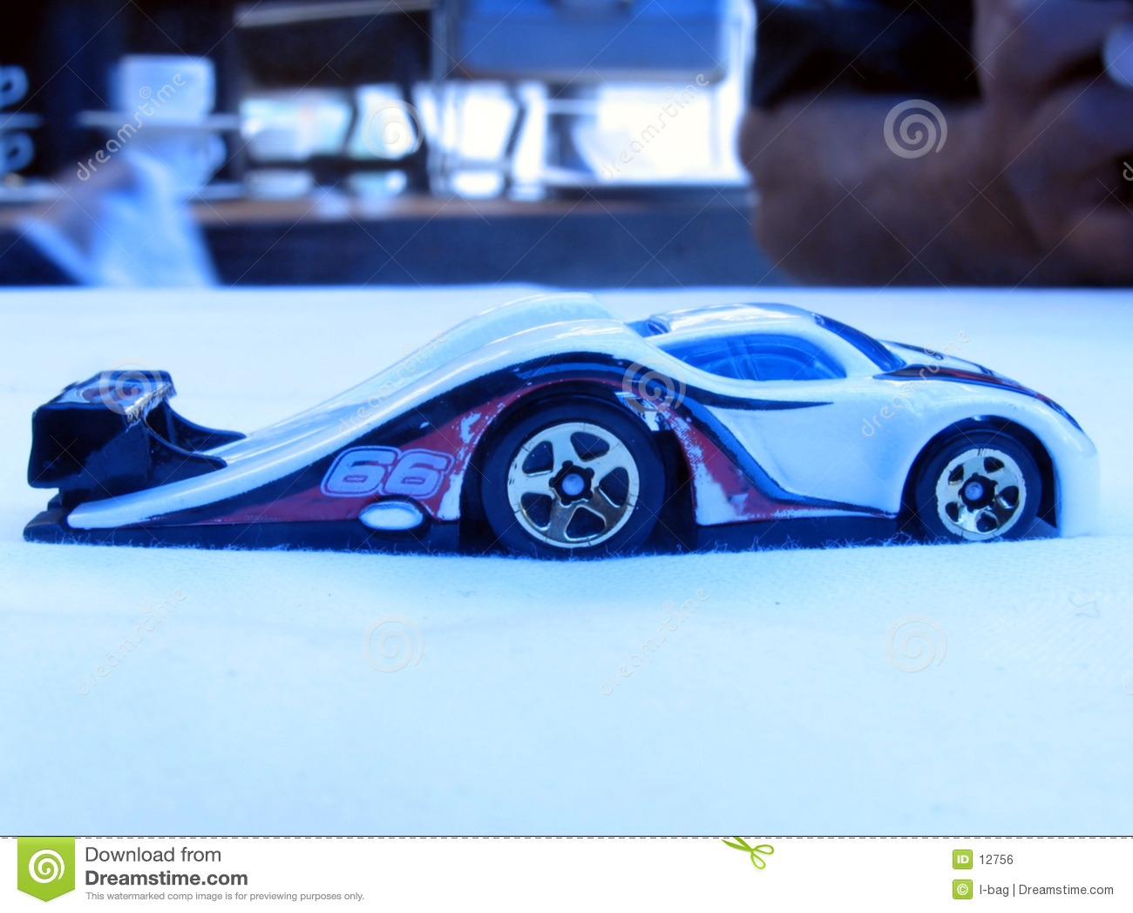Gegolfte stuk speelgoed auto