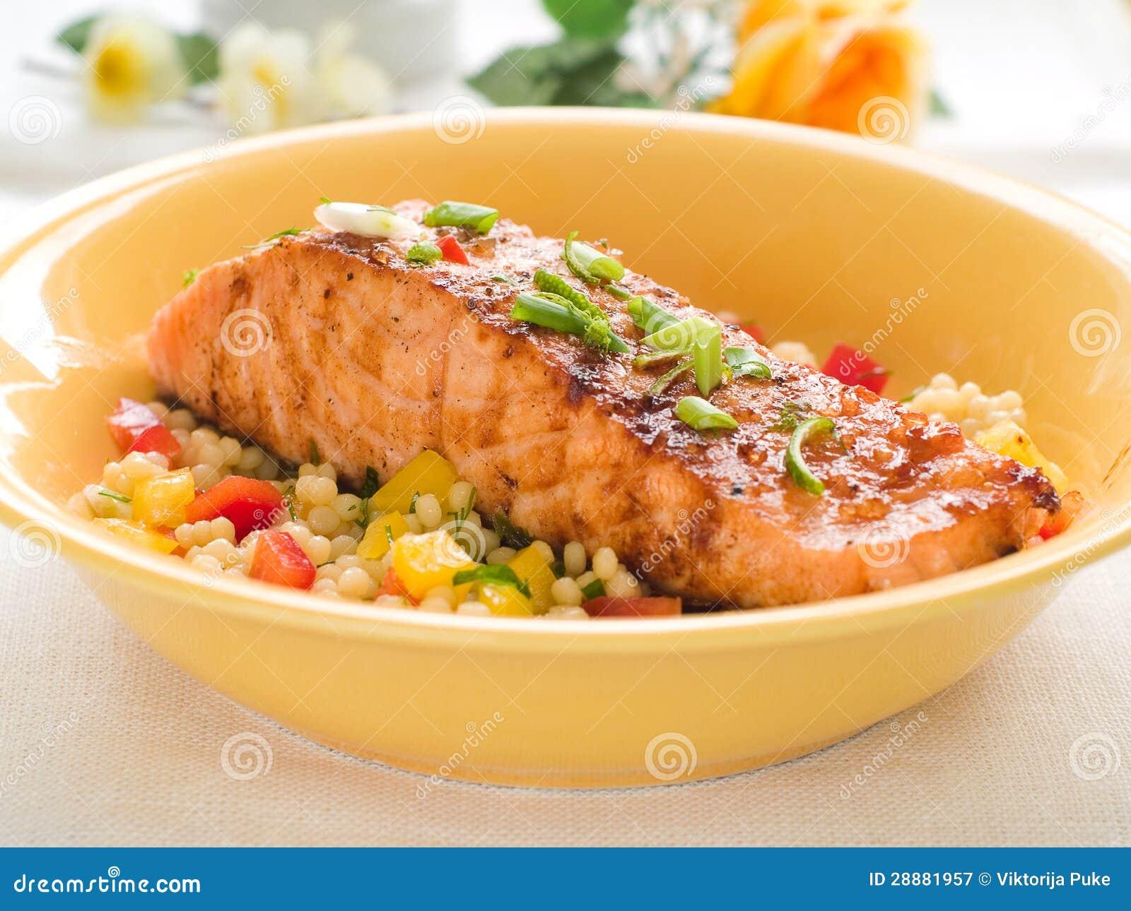 Gegrillte Lachse mit Couscous