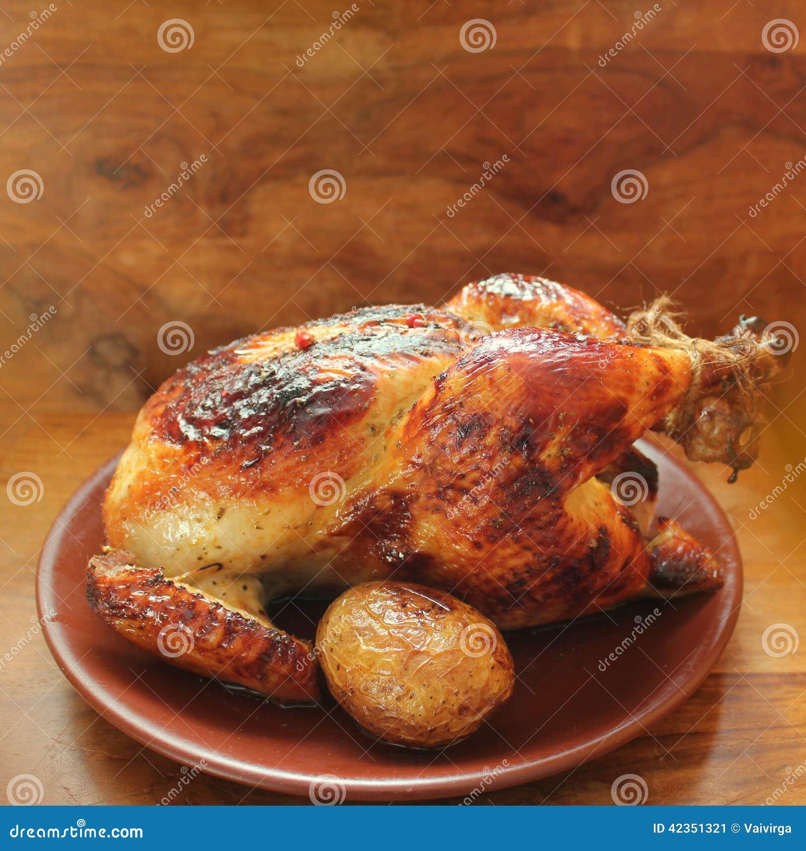 Gegrilltes vollständiges Huhn