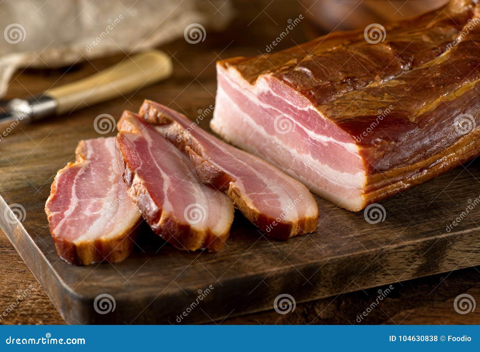 Download Geheel Gerookt Plakbacon stock foto. Afbeelding bestaande uit delicatessen - 104630838