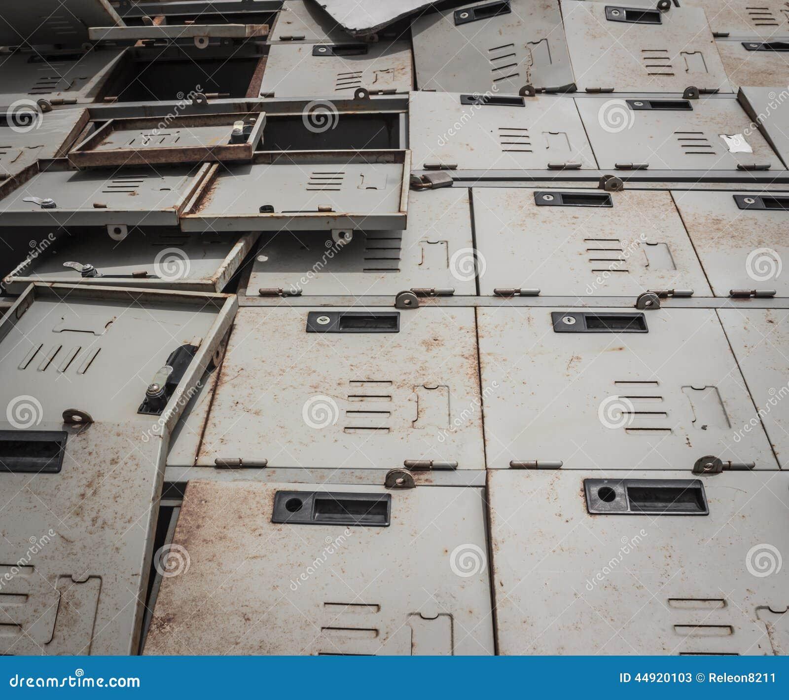 Geheimzinnige roestige kast stock foto afbeelding 44920103 - Ingang kast ...