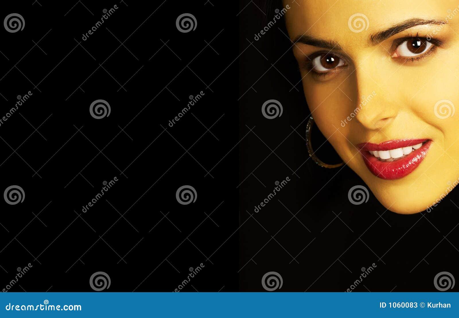 Geheimzinnige vrouwenglimlach