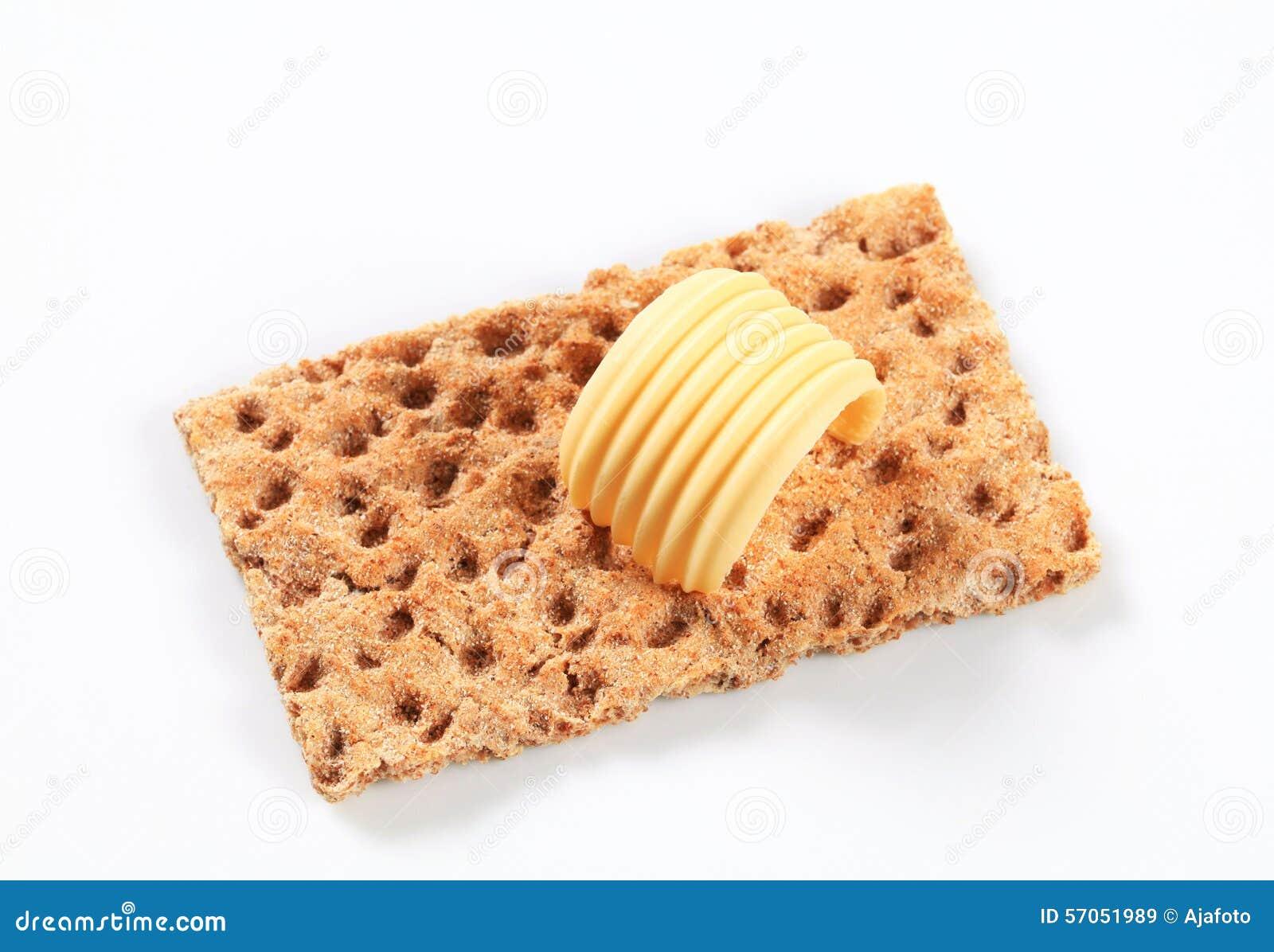 Gehele korrelknäckebrood en boter