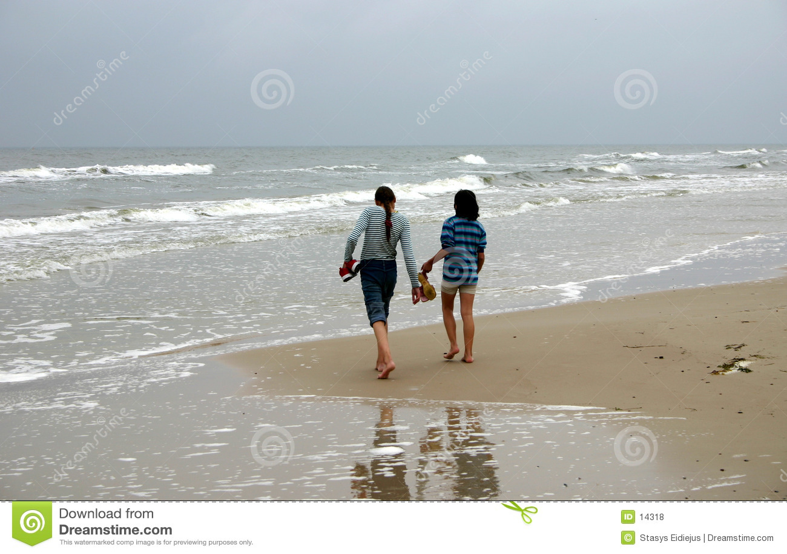 Gehen durch die Seeküste