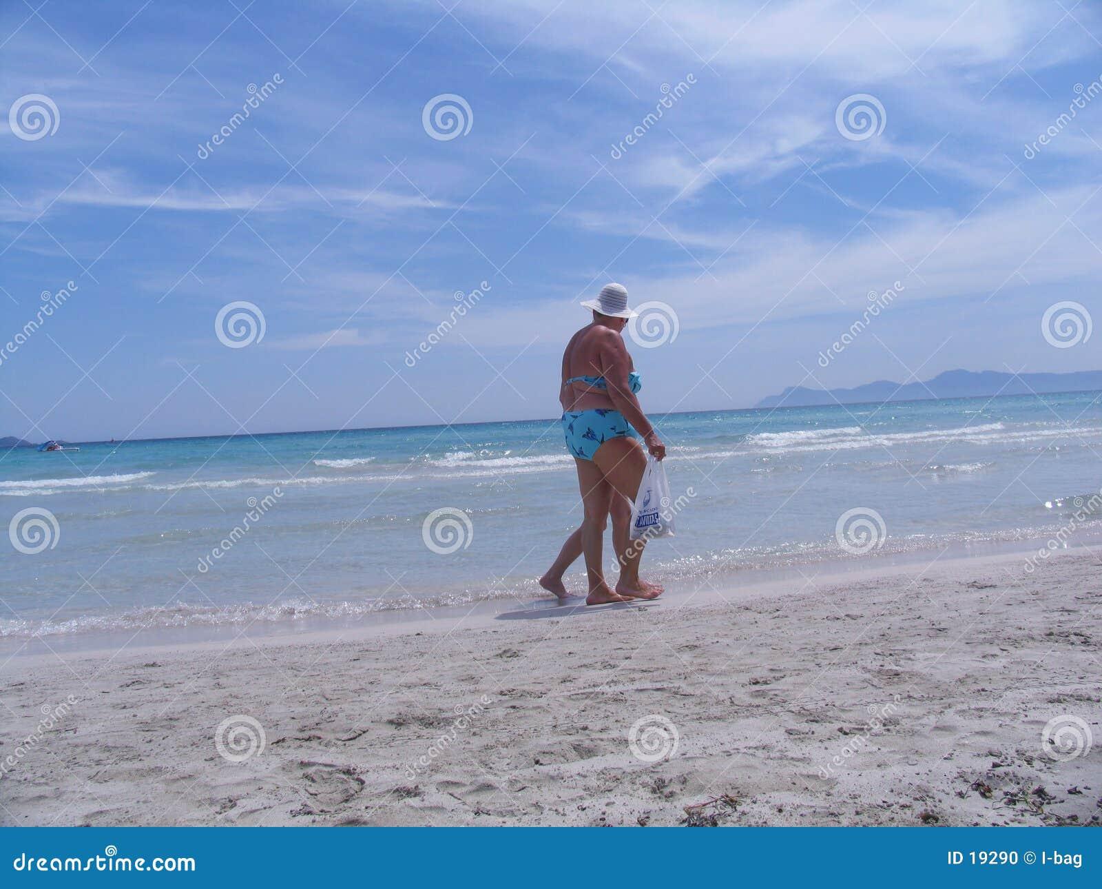 Gehen am Strand