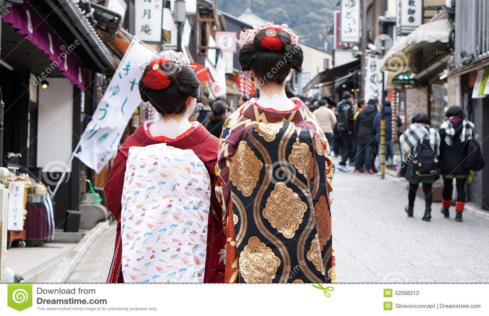 Gejsza jest ubranym tradycyjnego odzieżowego dowcip Kyoto Japonia, Marzec - 2015 -