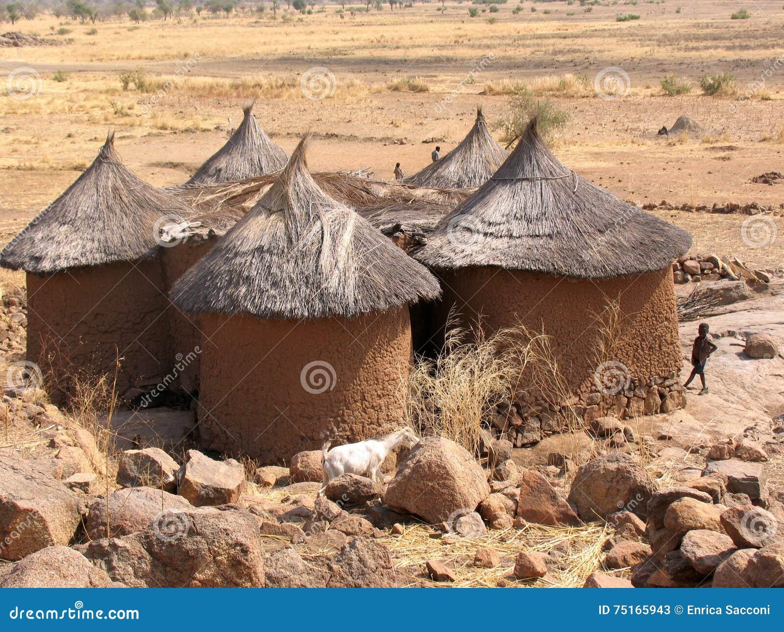 Gek huis in afrika redactionele stock foto afbeelding bestaande uit bergen 75165943 - Foto huis in l ...