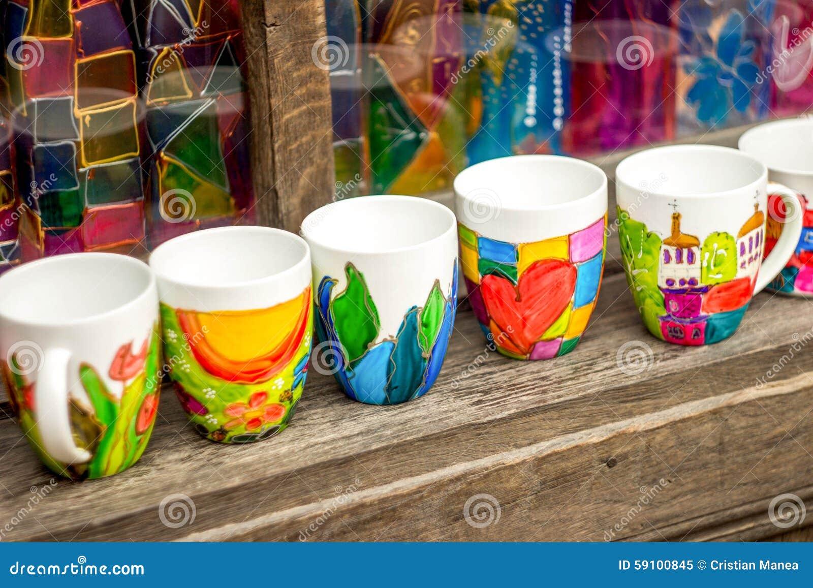 Gekleurde ceramische mokken