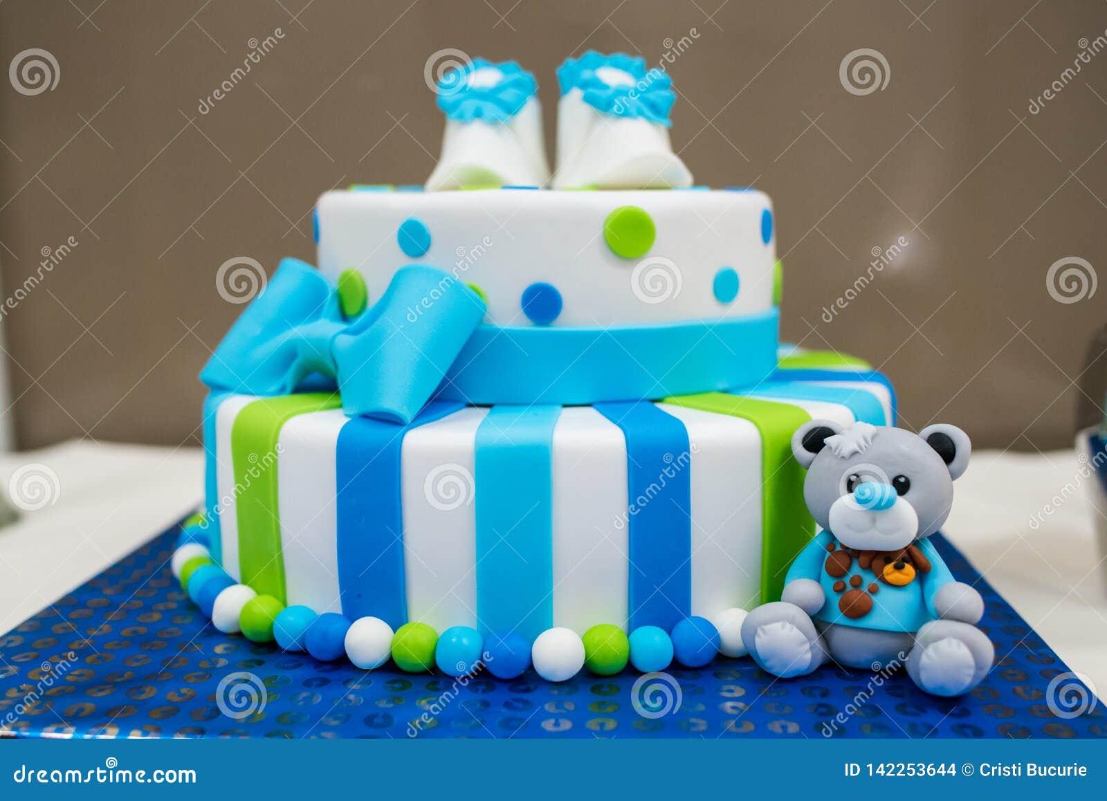 Gekleurde pasgeboren cake