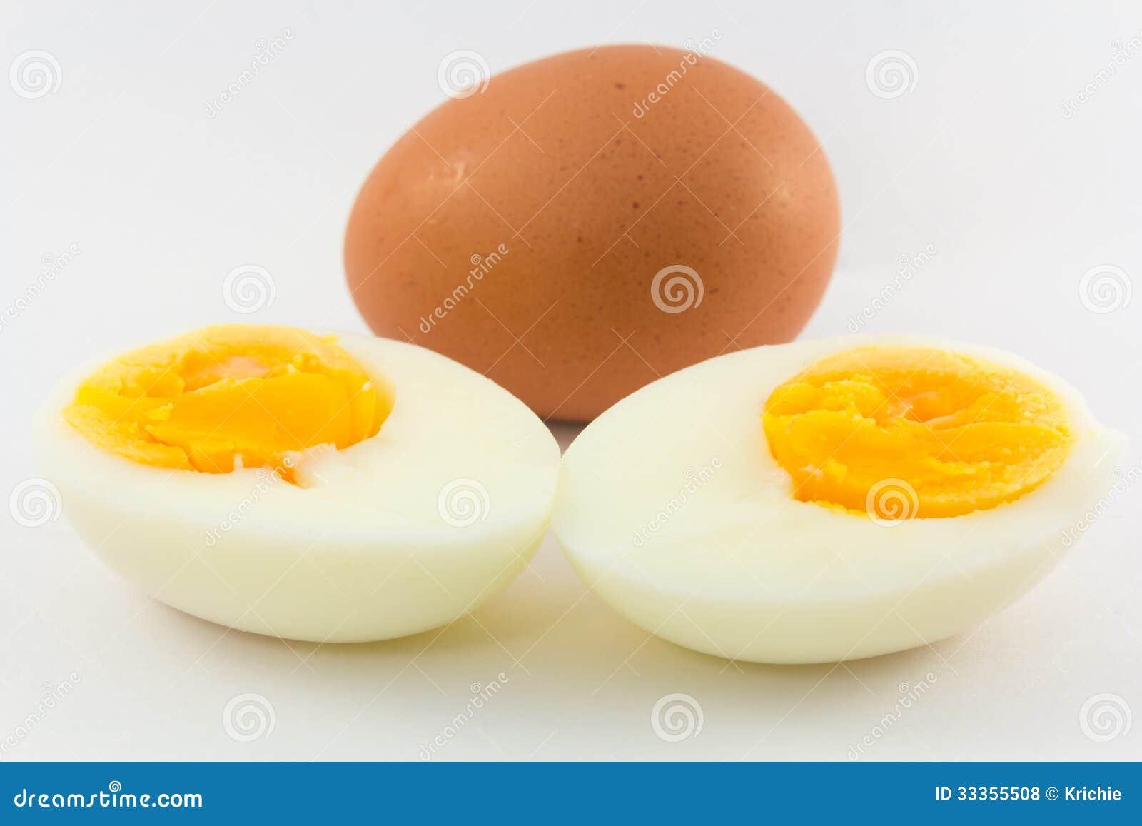 Gekochte eier stockfoto bild von schnitt bestandteil - Eier hart kochen ohne anstechen ...