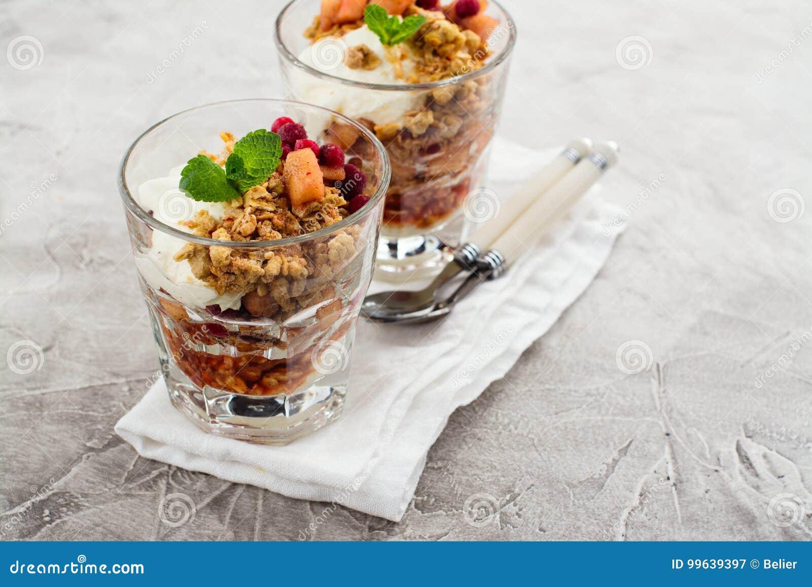 Gelaagd dessert in glas
