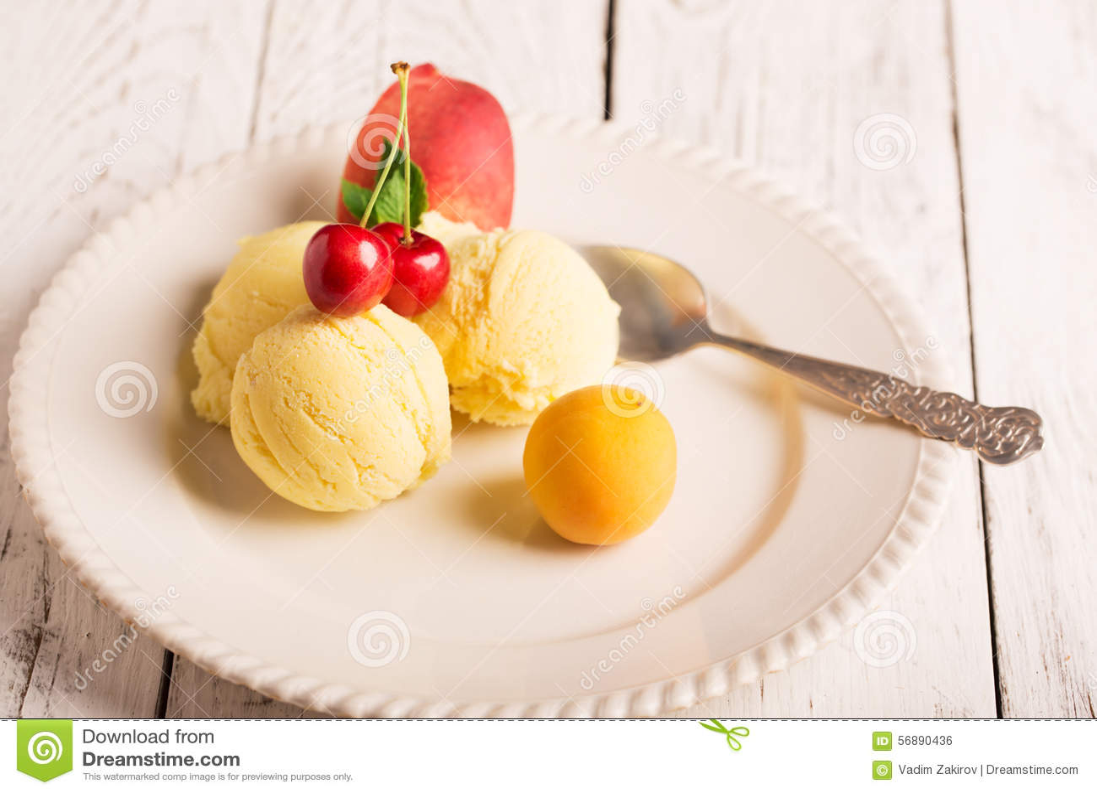 Gelato saporito con i frutti