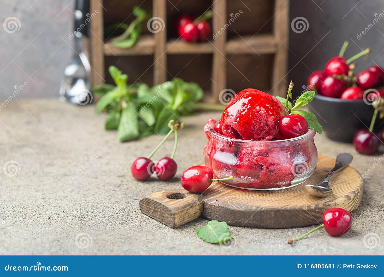 Gelato squisito della ciliegia