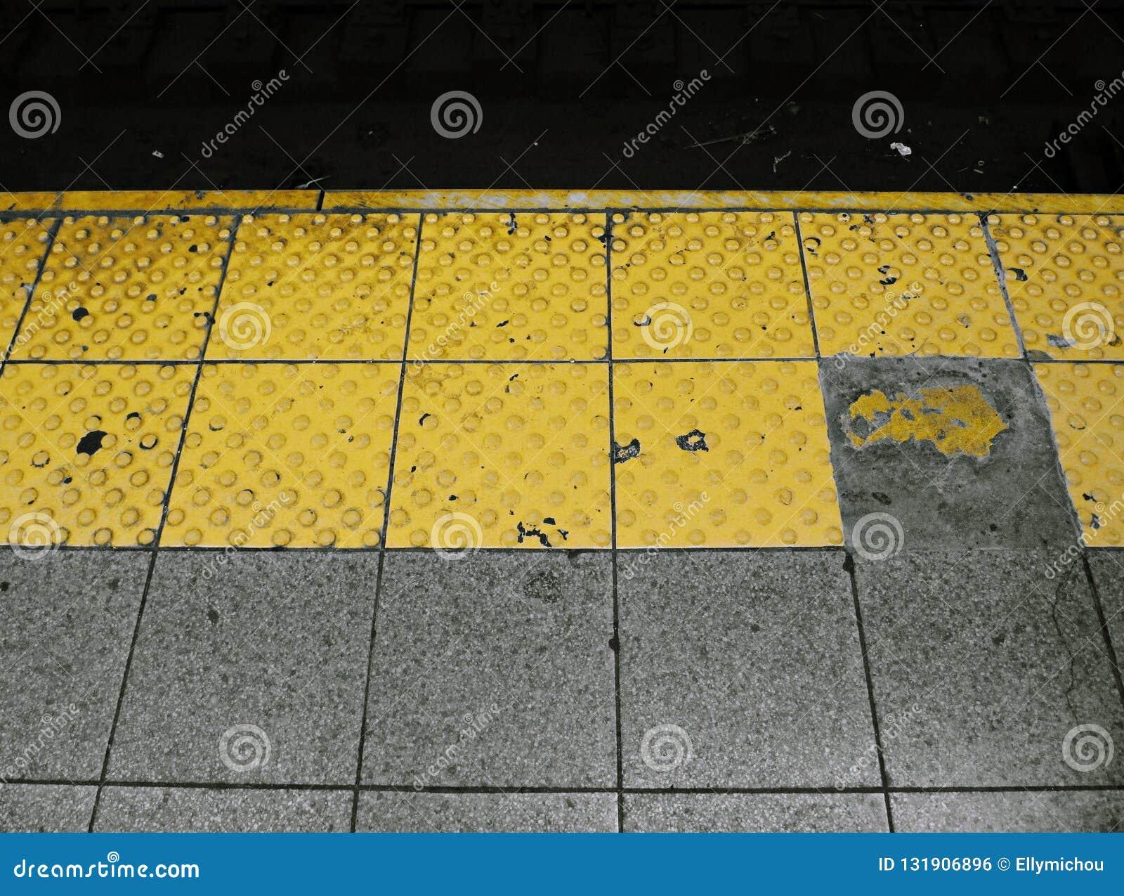 Gelbe Plattform NYC-U-Bahn