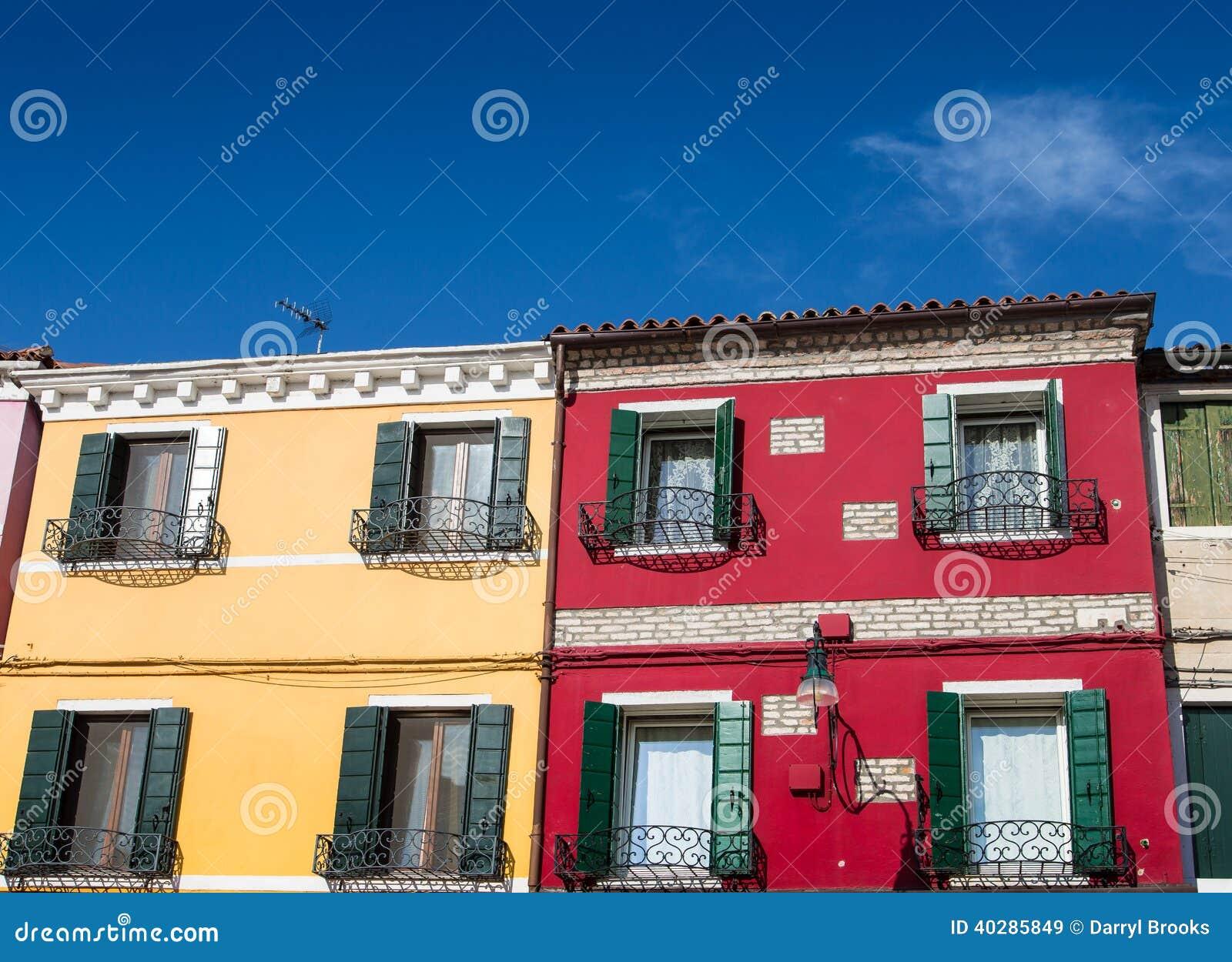 Rote Häuser Bilder gelbe und rote häuser in burano stockbild bild 40285849
