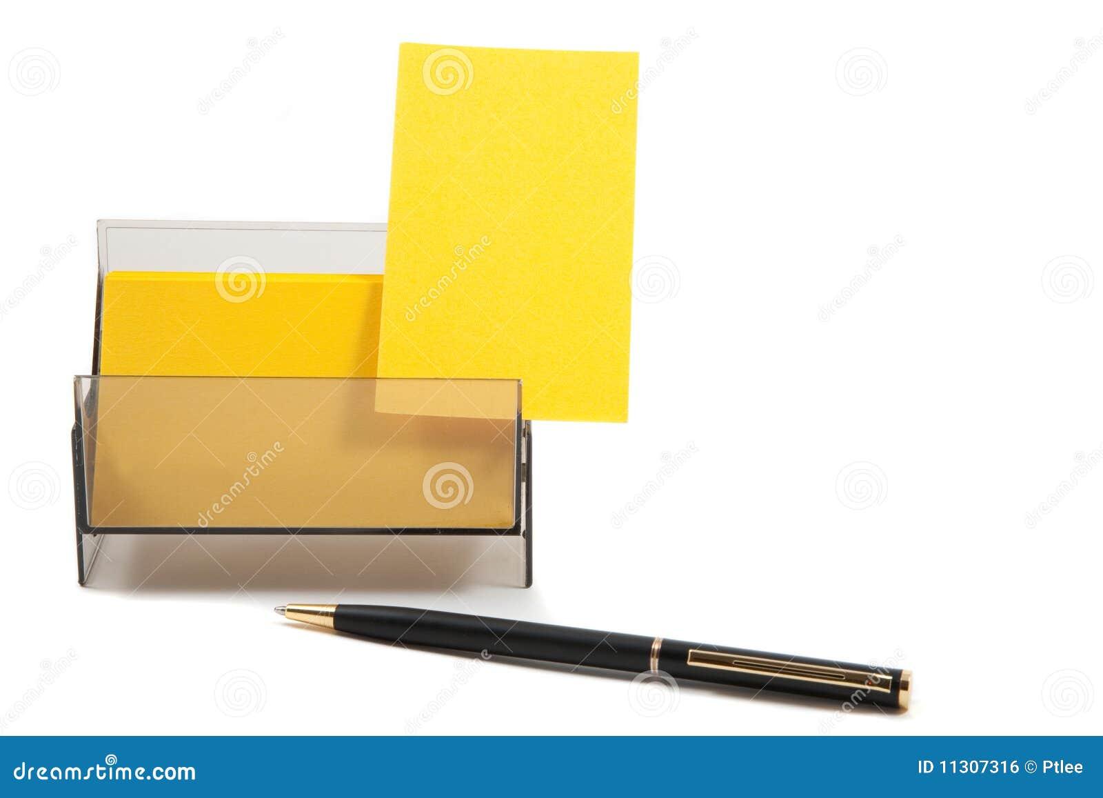 Gelbe Visitenkarte in einem Kasten