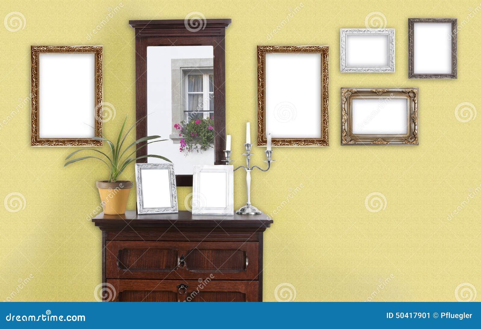 Gelbe Wand Mit Bilderrahmen Stockbild - Bild von antike, weiß: 50417901