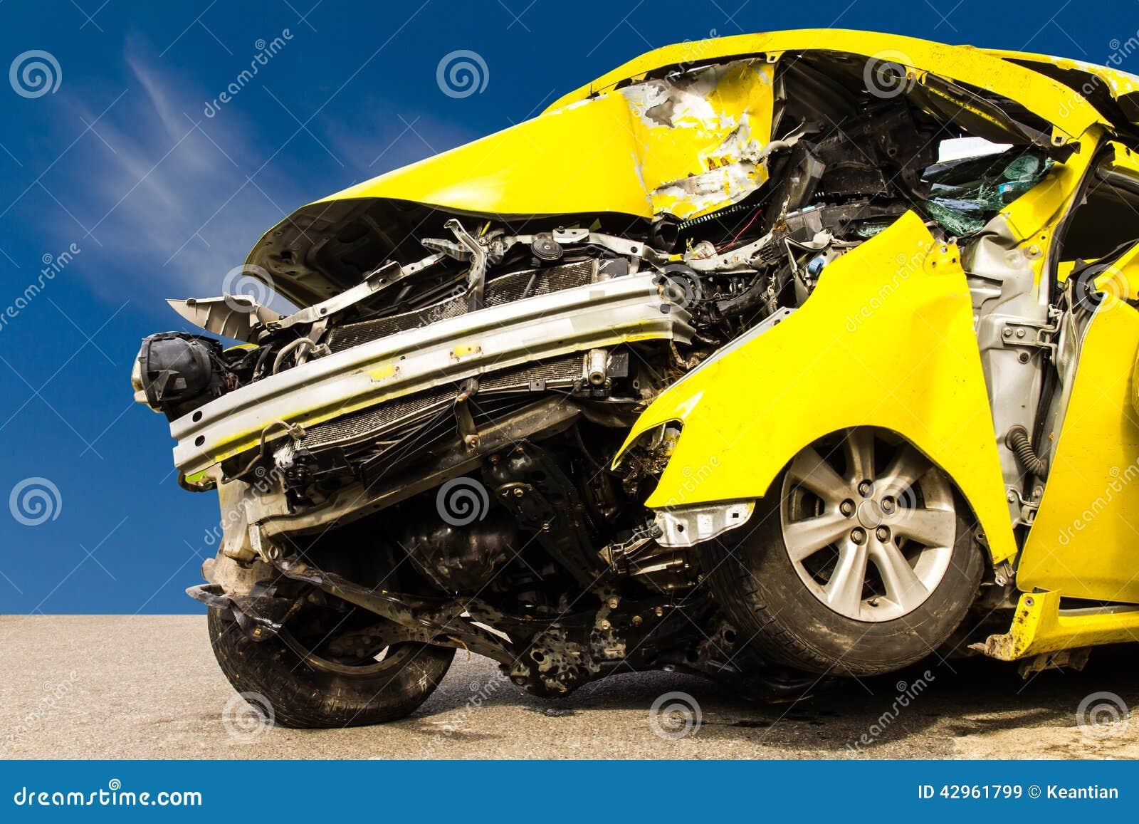 Gelber Autounfall stockbild. Bild von glas, anschlagpuffer - 42961799